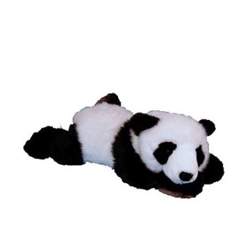 Pluche panda liggend op zijn buik