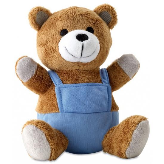 Zachte knuffelbeer met blauw pakje aan